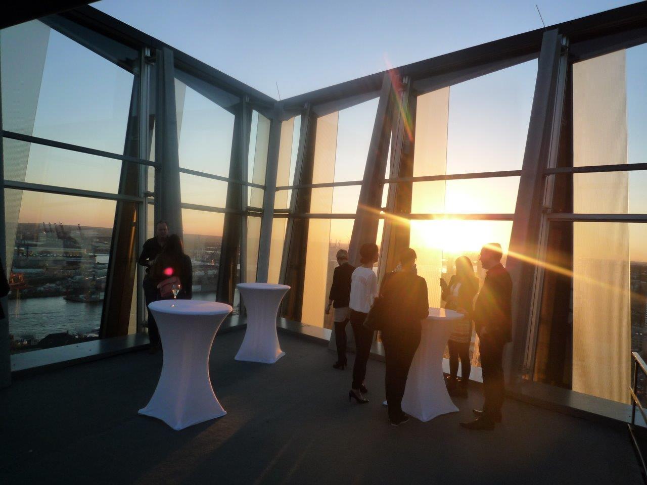 Hamburgs höchstes Restaurant ist eröffnet: Das Clouds in den ...