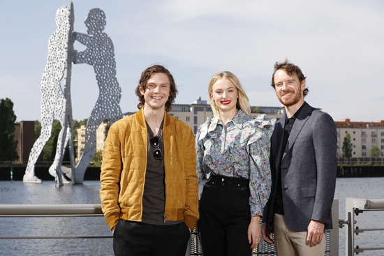 Evan Peters, Sophie Turner und Michael Fassbender in Berlin