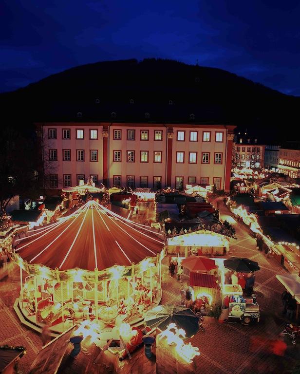 Heidelberg Weihnachtsmarkt.Die Weisse Flotte Bringt Besucher Mit Dem Schiff Zum Heidelberger